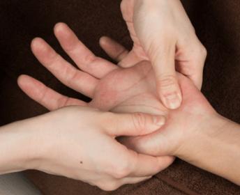 手足のむくみ、冷えやすいときの対処方法について